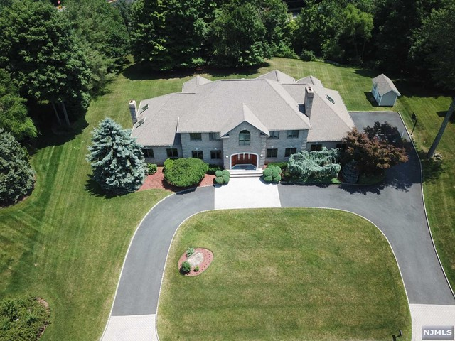 Single Family Home for Sale at 37 Surrey Lane 37 Surrey Lane Mahwah, New Jersey 07430 United States