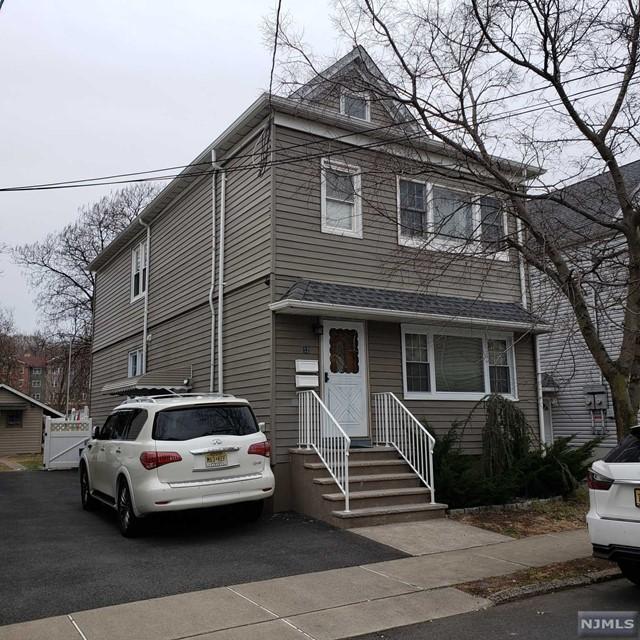 Villas / Townhouses for Sale at 32 Armm Avenue 32 Armm Avenue Wallington, New Jersey 07057 United States