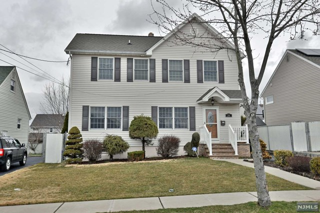 Single Family Home for Sale at 201 Union Avenue Wood Ridge, New Jersey 07075 United States