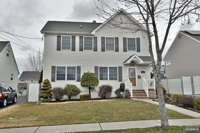 Single Family Home for Sale at 201 Union Avenue 201 Union Avenue Wood Ridge, New Jersey 07075 United States