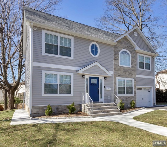 Single Family Home for Sale at 1086 Arlington Road 1086 Arlington Road New Milford, New Jersey 07646 United States