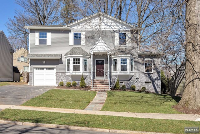 Single Family Home for Sale at 230 Kensington Road 230 Kensington Road River Edge, New Jersey 07661 United States