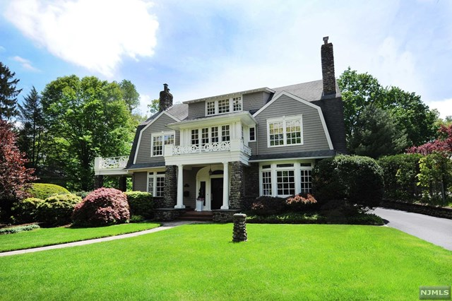 Single Family Home for Sale at 300 Orchard Place 300 Orchard Place Ridgewood, New Jersey 07450 United States
