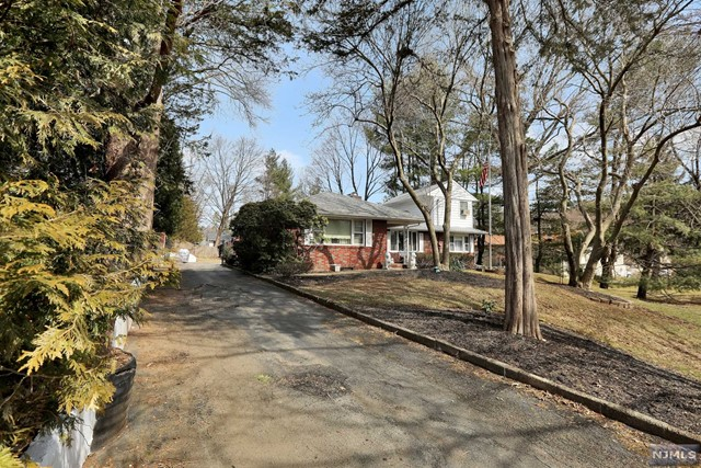 Single Family Home for Sale at 54 Stalter Drive 54 Stalter Drive Wayne, New Jersey 07470 United States