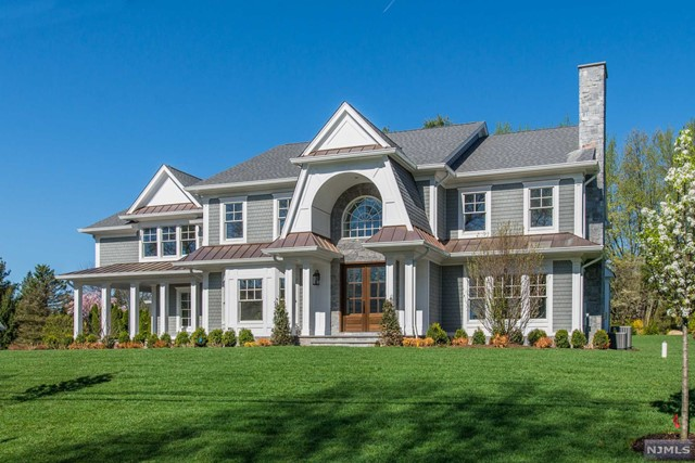Single Family Home for Sale at 809 Albemarle Street 809 Albemarle Street Wyckoff, New Jersey 07481 United States