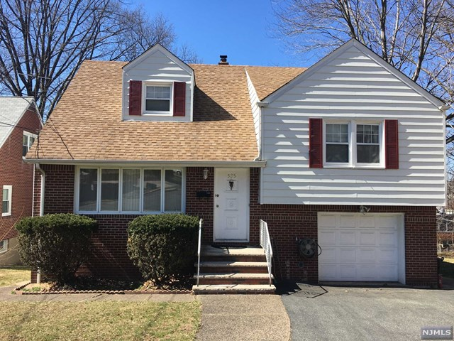 Single Family Home for Sale at 525 Chestnut Street 525 Chestnut Street Ridgefield, New Jersey 07657 United States