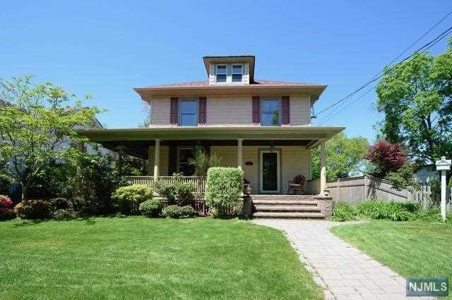 Single Family Home for Sale at 35 Elmwood Avenue 35 Elmwood Avenue Ho Ho Kus, New Jersey 07423 United States