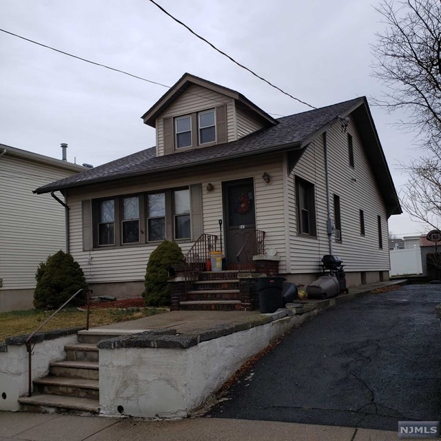 Single Family Home for Sale at 541 Summit Avenue 541 Summit Avenue Carlstadt, New Jersey 07072 United States