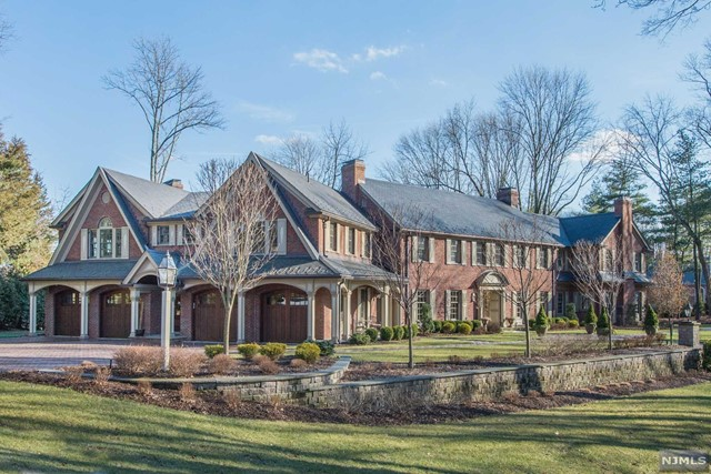 Single Family Home for Rent at 311 Algonquin Road 311 Algonquin Road Franklin Lakes, New Jersey 07417 United States