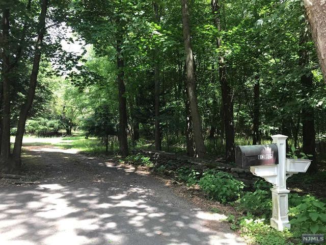 Land / Lots for Sale at 813 East Saddle River Road Ho Ho Kus, New Jersey 07423 United States