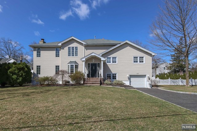 Single Family Home for Sale at 262 Woodfield Road 262 Woodfield Road Township Of Washington, New Jersey 07676 United States