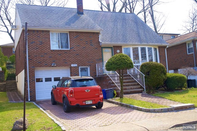 Photo of 1054 Harvard Place, Fort Lee, NJ 07024