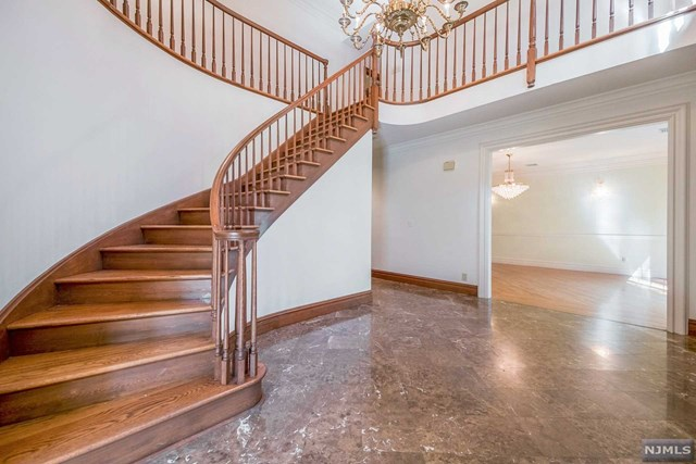 Additional photo for property listing at 21 Chestnut Ridge Road Saddle River, New Jersey 07458 United States