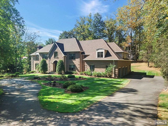 Single Family Home for Sale at 21 Chestnut Ridge Road 21 Chestnut Ridge Road Saddle River, New Jersey 07458 United States