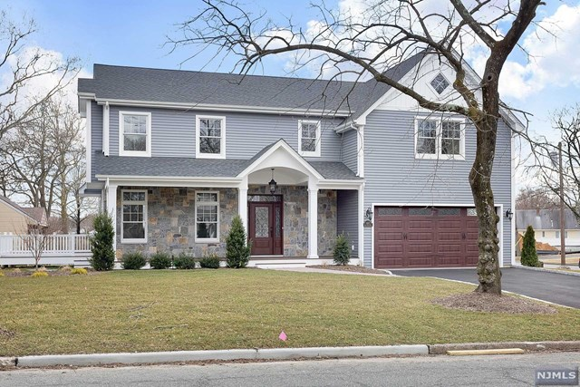 Single Family Home for Sale at 582 Green Valley Road 582 Green Valley Road Paramus, New Jersey 07652 United States