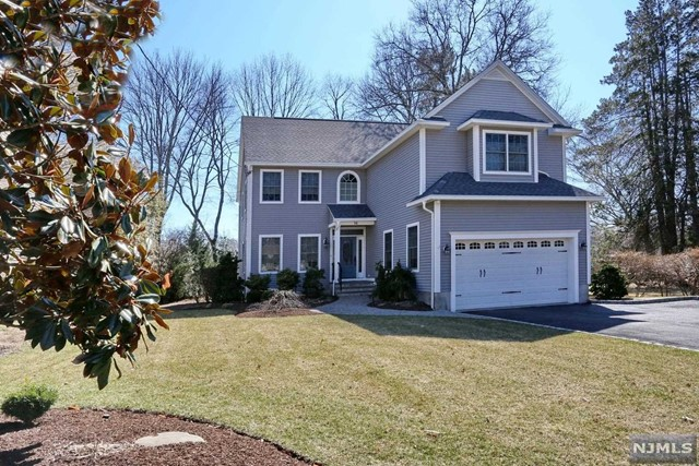 Single Family Home for Sale at 16 Sherman Avenue 16 Sherman Avenue Waldwick, New Jersey 07463 United States