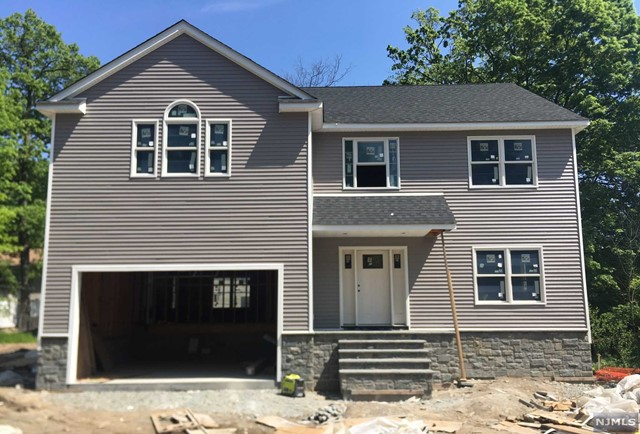 Single Family Home for Sale at 28 Lindbergh Parkway 28 Lindbergh Parkway Waldwick, New Jersey 07463 United States