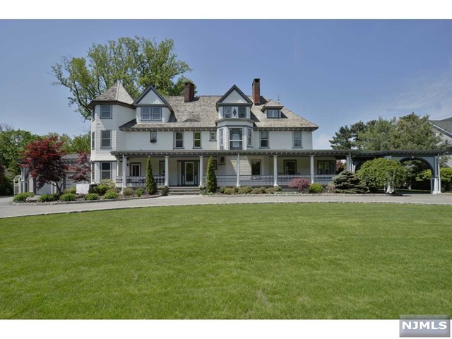 Single Family Home for Sale at 18 Brookside Avenue 18 Brookside Avenue Ridgewood, New Jersey 07450 United States