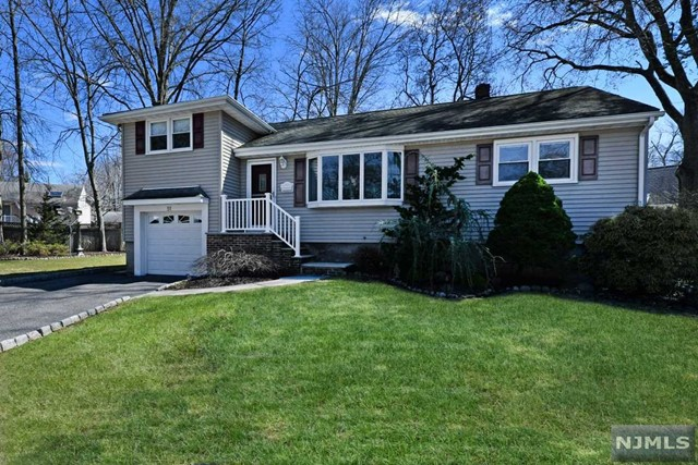 Single Family Home for Sale at 51 Whalen Court 51 Whalen Court Westwood, New Jersey 07675 United States