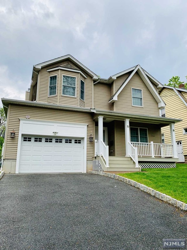 Single Family Home for Sale at 146 East Quackenbush Avenue 146 East Quackenbush Avenue Dumont, New Jersey 07628 United States