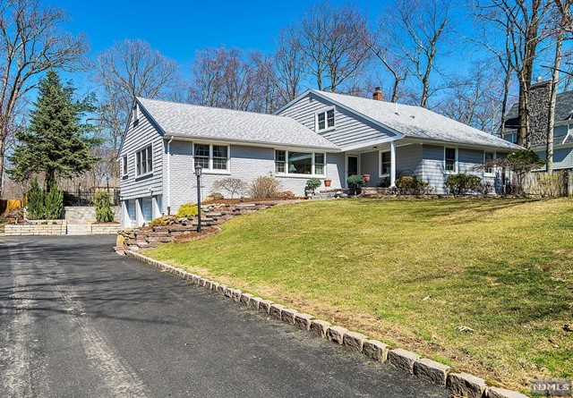Single Family Home for Sale at 43 Oak Drive 43 Oak Drive Upper Saddle River, New Jersey 07458 United States
