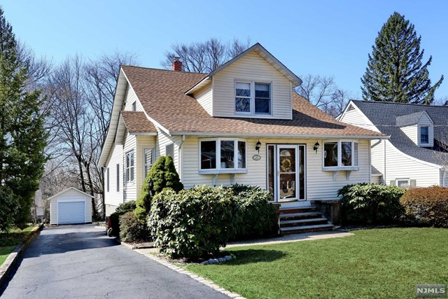 Single Family Home for Sale at 64 Hill Street 64 Hill Street Midland Park, New Jersey 07432 United States