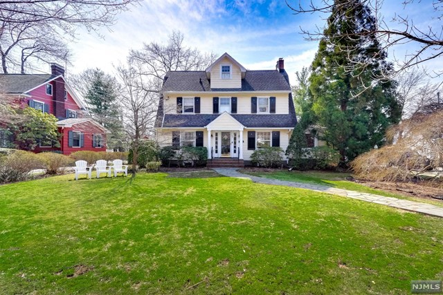 Single Family Home for Sale at 37 Emerson Road 37 Emerson Road Glen Rock, New Jersey 07452 United States