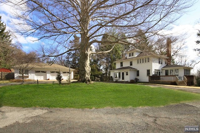 Single Family Home for Sale at 1 Chappy Court Westwood, New Jersey 07675 United States