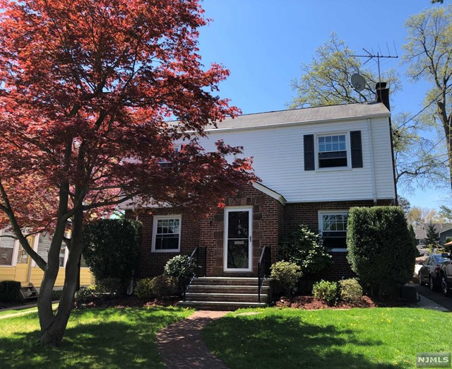 Single Family Home for Sale at 186 Lexington Avenue 186 Lexington Avenue Westwood, New Jersey 07675 United States
