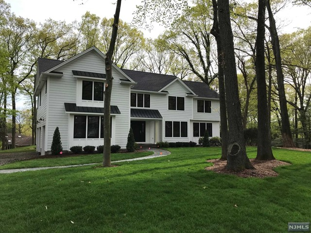 Single Family Home for Sale at 117 Winding Way 117 Winding Way Woodcliff Lake, New Jersey 07677 United States