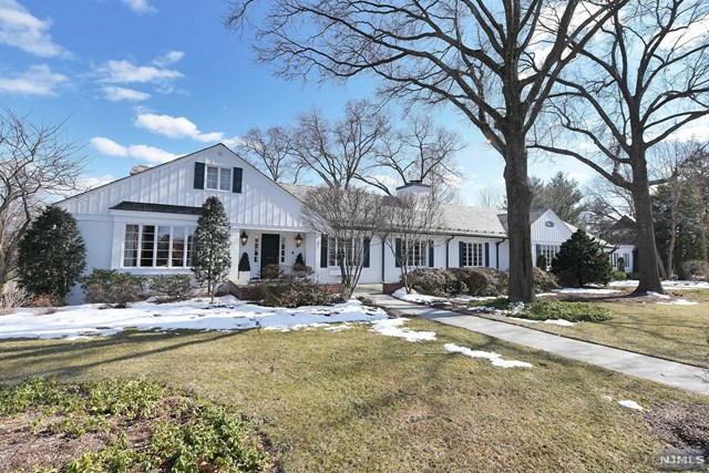 Single Family Home for Sale at 501 Knollwood Road 501 Knollwood Road Ridgewood, New Jersey 07450 United States
