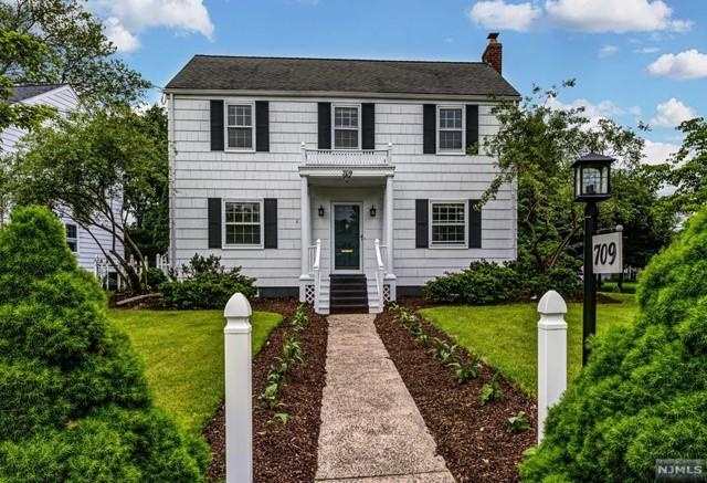 Single Family Home for Sale at 709 Ackerman Avenue 709 Ackerman Avenue Glen Rock, New Jersey 07452 United States