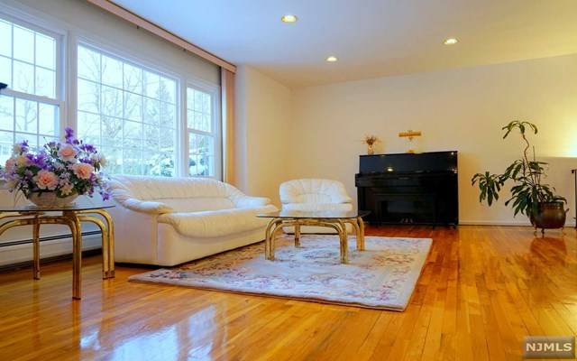Single Family Home for Sale at 16 Beechtree Road West Caldwell, New Jersey 07006 United States