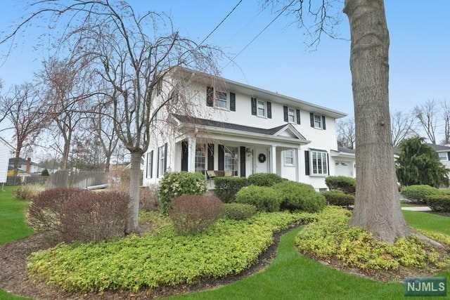 Single Family Home for Sale at 341 Webster Drive 341 Webster Drive New Milford, New Jersey 07646 United States