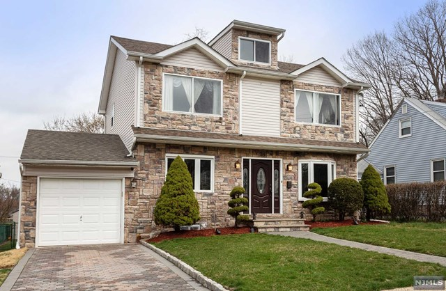 Single Family Home for Sale at 24 Blanche Court 24 Blanche Court Dumont, New Jersey 07628 United States