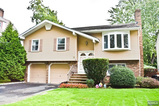 Single Family Home for Sale at 22 Saint Ann Place 22 Saint Ann Place Rochelle Park, New Jersey 07662 United States