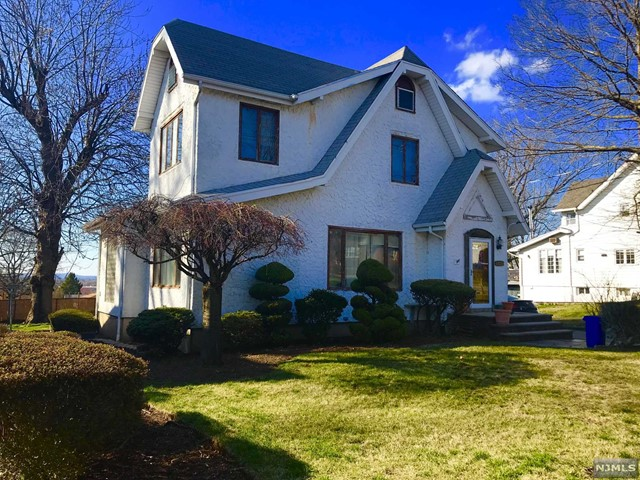 Single Family Home for Sale at 541 Prospect Avenue 541 Prospect Avenue Ridgefield, New Jersey 07657 United States