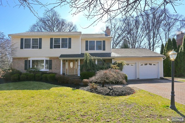 Single Family Home for Sale at 112 Deerfield Court 112 Deerfield Court Oradell, New Jersey 07649 United States