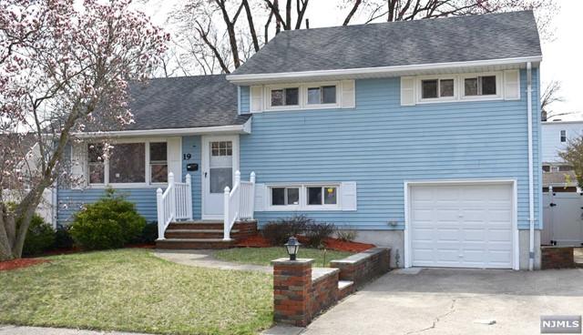 Single Family Home for Sale at 19 Eldorado Court 19 Eldorado Court Rochelle Park, New Jersey 07662 United States