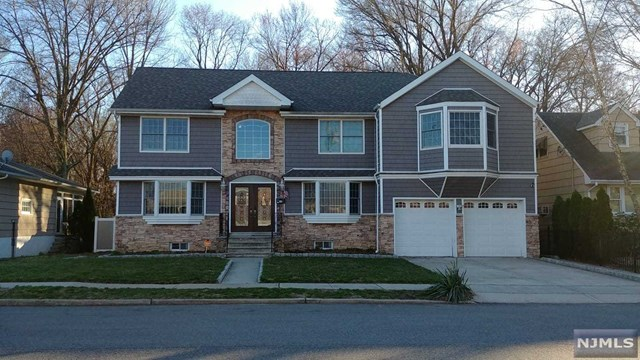 Single Family Home for Sale at 135 Forest Place 135 Forest Place Rochelle Park, New Jersey 07662 United States
