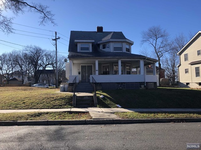 Single Family Home for Sale at 954 Linden Avenue 954 Linden Avenue Ridgefield, New Jersey 07657 United States
