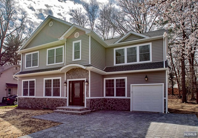 Single Family Home for Sale at 17-12 Well Drive 17-12 Well Drive Fair Lawn, New Jersey 07410 United States