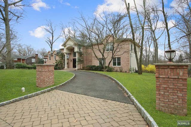 Single Family Home for Sale at 111 Winding Way 111 Winding Way Woodcliff Lake, New Jersey 07677 United States