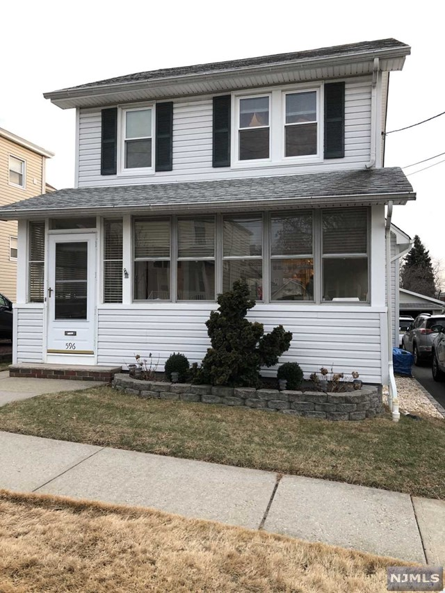 Single Family Home for Sale at 596 Central Avenue 596 Central Avenue Carlstadt, New Jersey 07072 United States