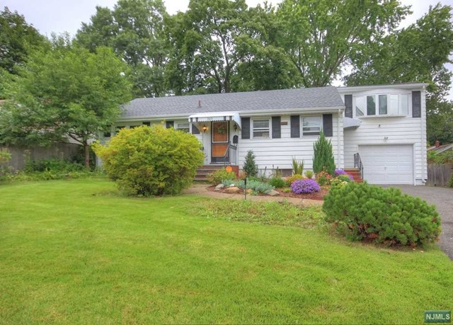Single Family Home for Sale at 305 Hill Terrace 305 Hill Terrace Northvale, New Jersey 07647 United States