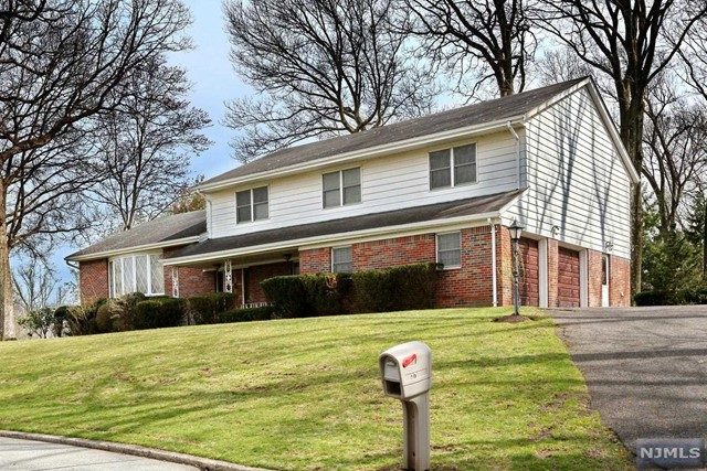 Single Family Home for Sale at 27 Barry Drive 27 Barry Drive Township Of Washington, New Jersey 07676 United States
