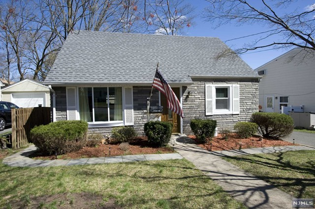Single Family Home for Sale at 5 Richard Drive 5 Richard Drive Waldwick, New Jersey 07463 United States