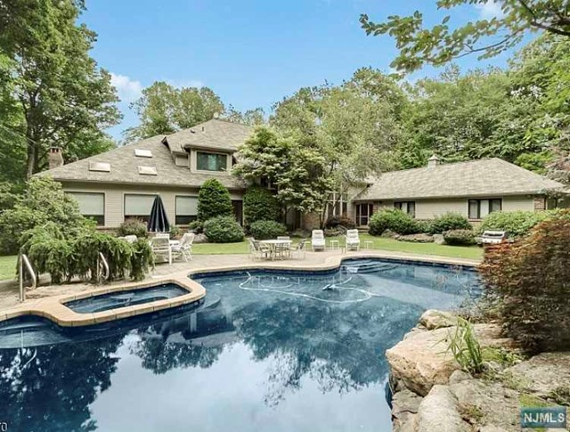 Single Family Home for Sale at 830 West Shore Drive Kinnelon, New Jersey 07405 United States