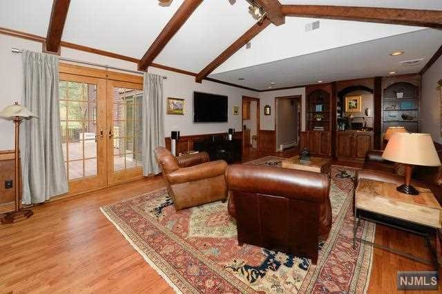 Additional photo for property listing at 1 Westwind Court Saddle River, New Jersey 07458 United States