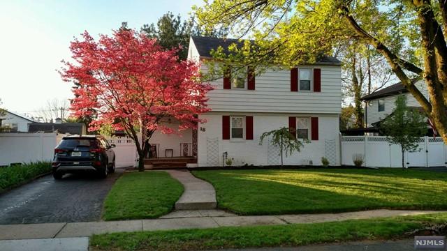 Single Family Home for Sale at 18 Bennett Avenue 18 Bennett Avenue Rochelle Park, New Jersey 07662 United States